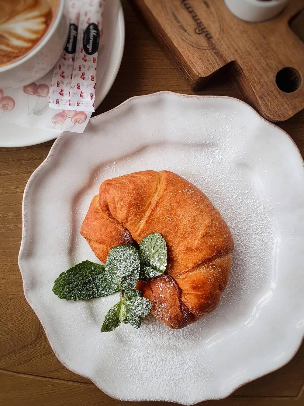 Круассан с апельсиновым джемом доставка еды Волгоград кафе Marusya Маруся Дома