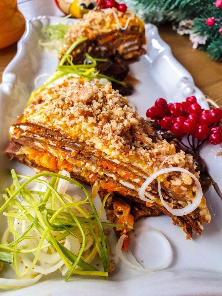 Печёночный пирог с овощами, грецким орехом, грибным взваром